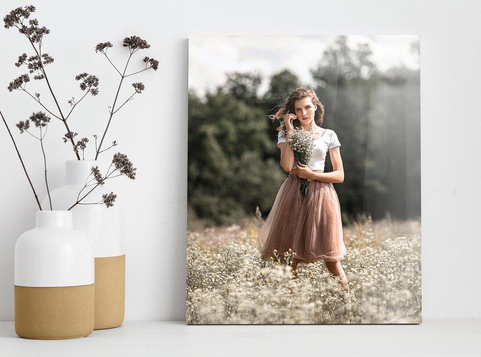foto di donna in estate stampata su vetro acrilico con myphotobook